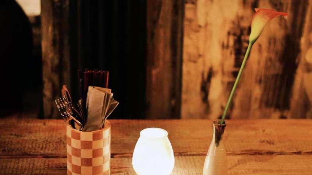 kerzenflamme darf nur kleinen abstand zum rand haben wohnen. Black Bedroom Furniture Sets. Home Design Ideas