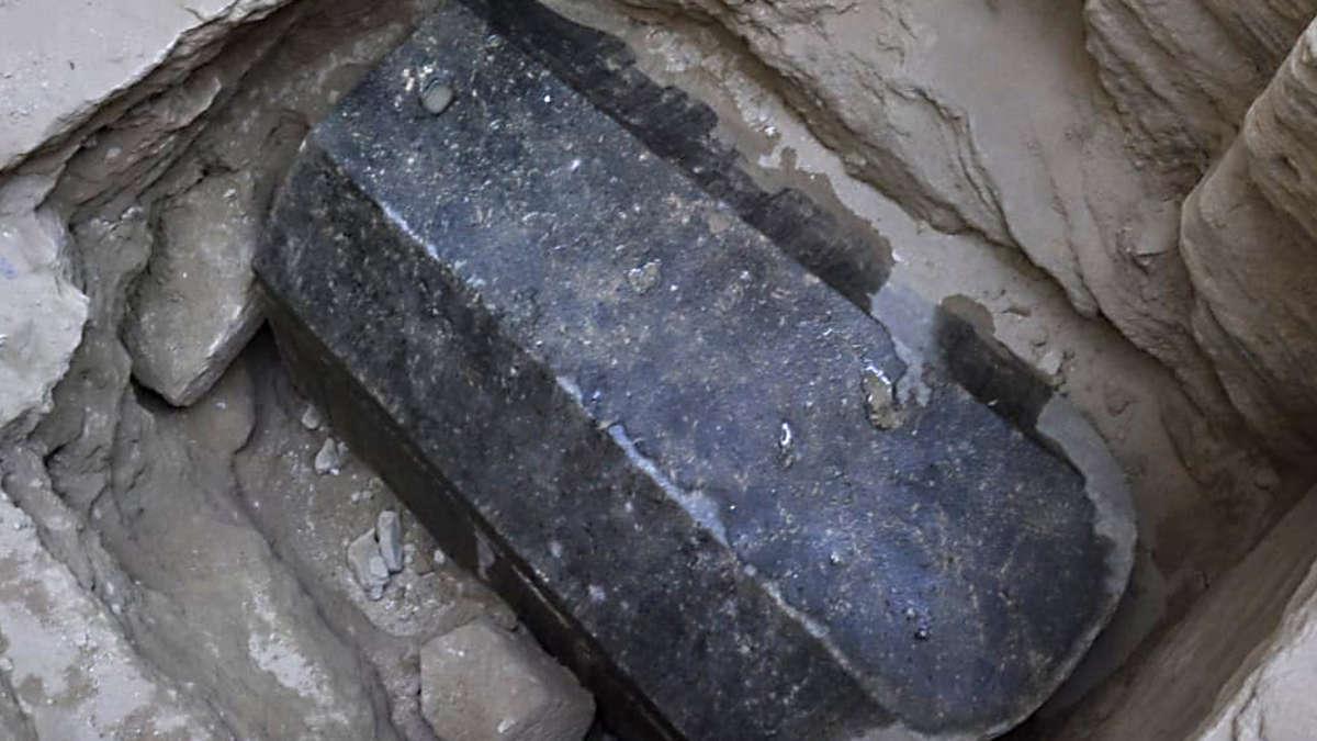 Schwarzer Sarkophag ägypten