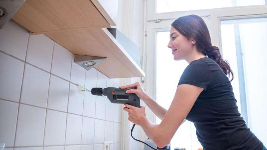mieter muss fliesen mit bohrl chern bei auszug ersetzen wohnen. Black Bedroom Furniture Sets. Home Design Ideas